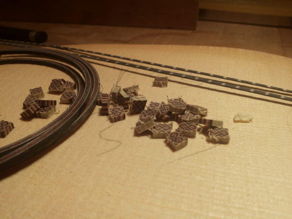 Guitares Pradel rosace en cours de réalisation